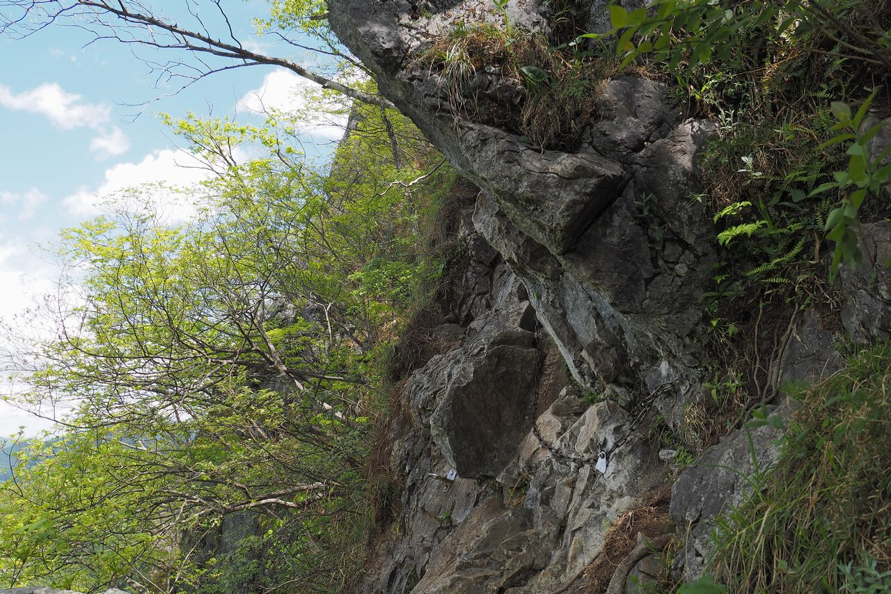 二子山 東岳の鎖場