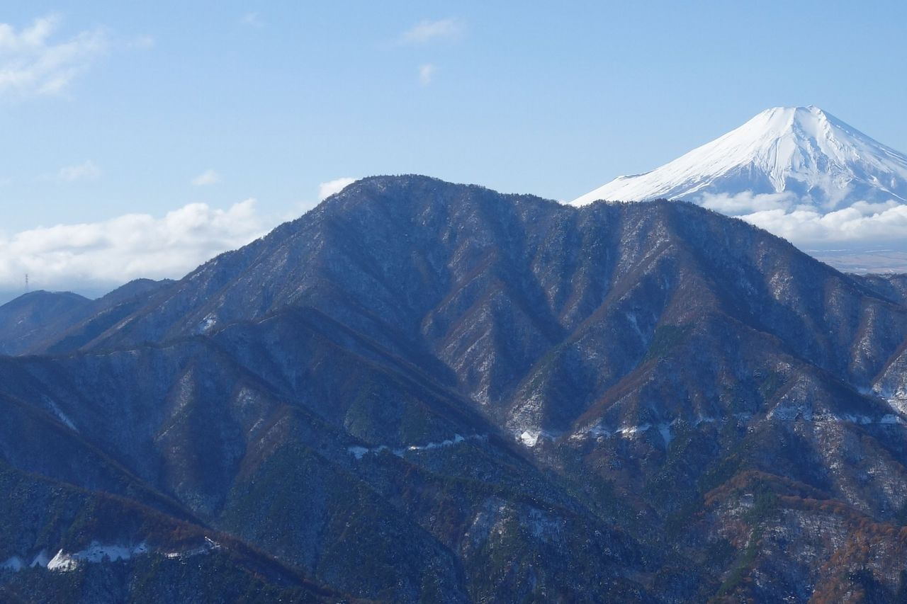 赤岩から見た御正体山