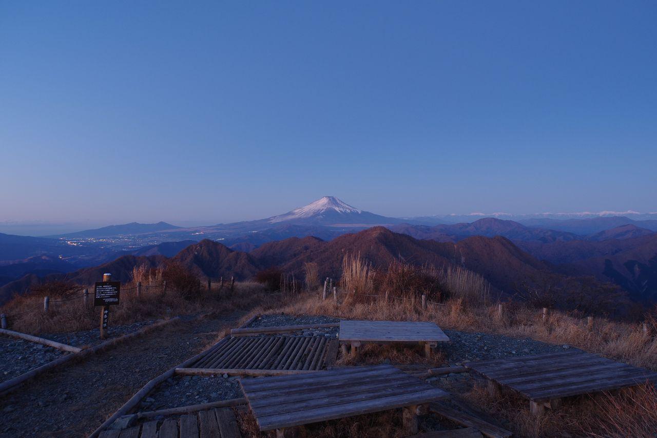 蛭ヶ岳山頂から見た暁時の富士山