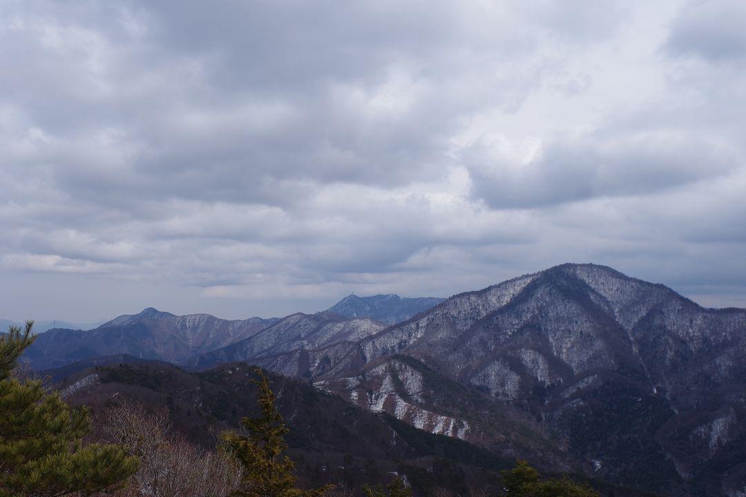釈迦ヶ岳から見た御坂黒岳