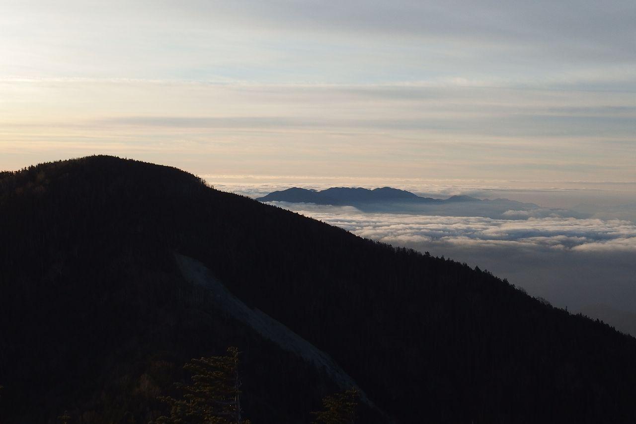 甲武信ヶ岳から見た木賊山