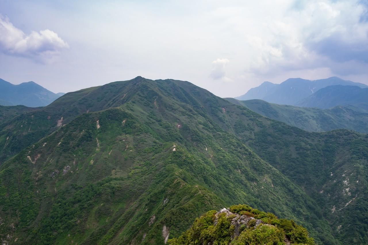 大源太山から見た七ツ小屋山
