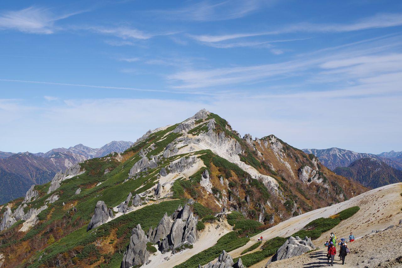 燕岳へと向かう稜線