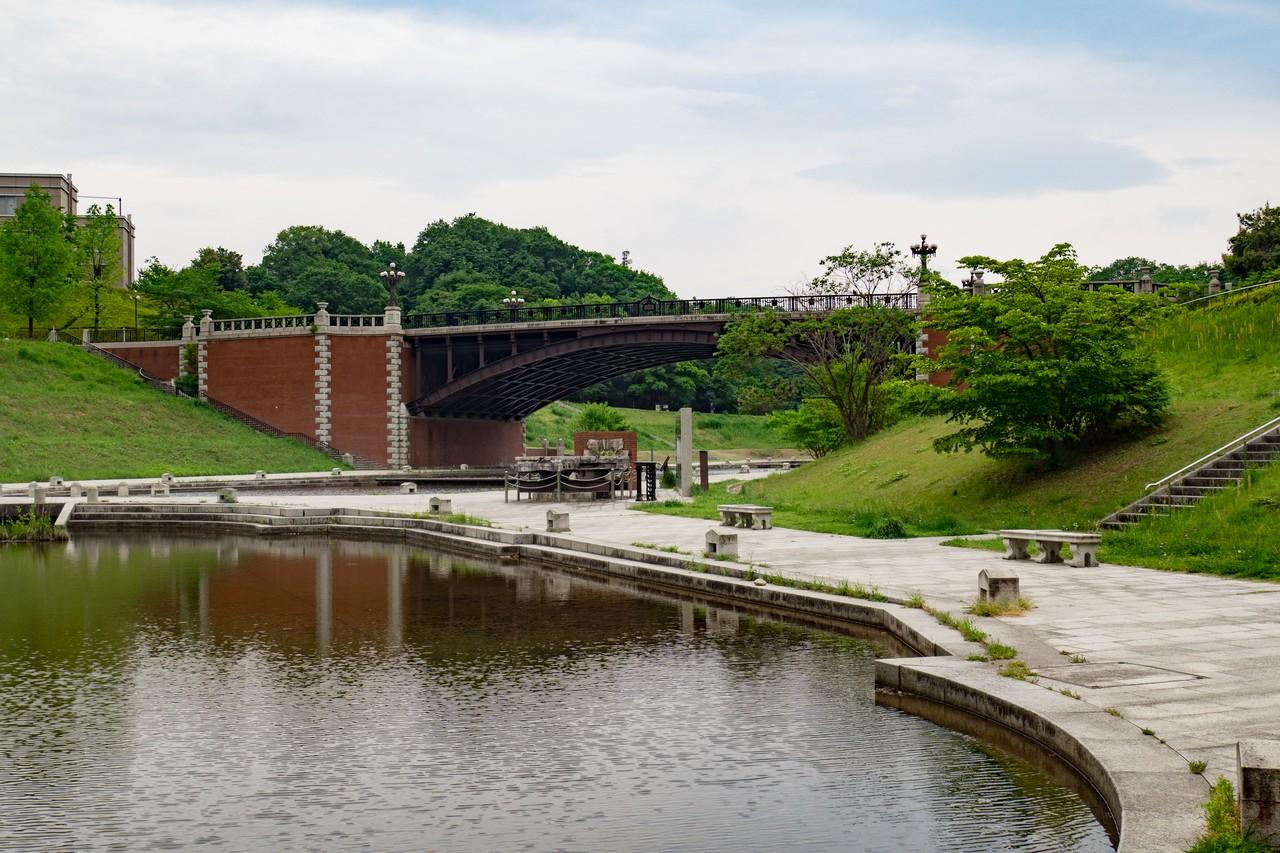 長池公園の姿池と見附橋