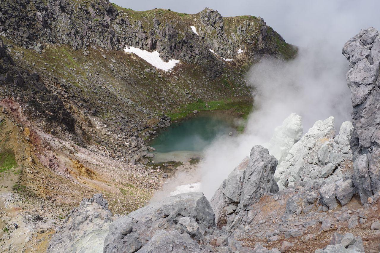 焼岳の噴火口