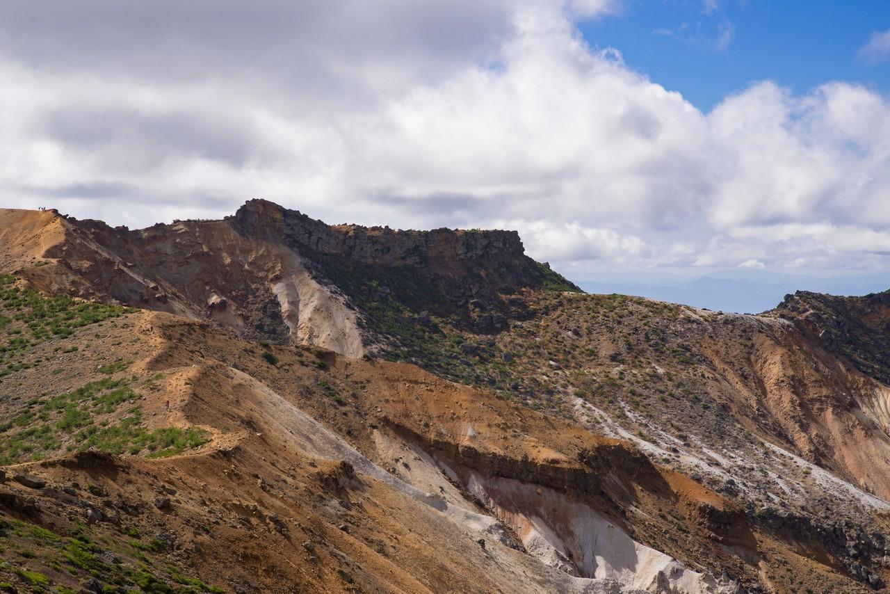 安達太良山 爆裂火口の火口壁