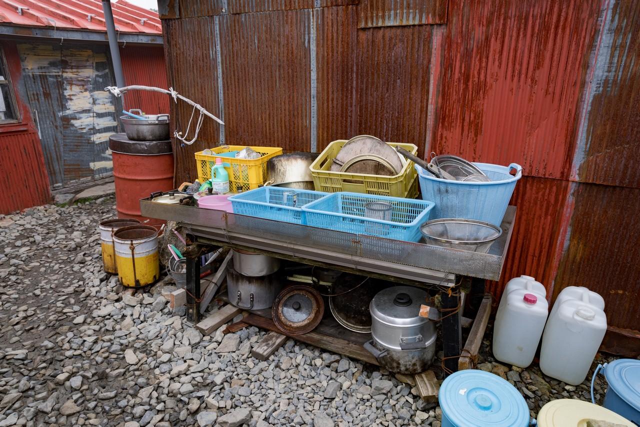 農鳥小屋の調理器具置き場