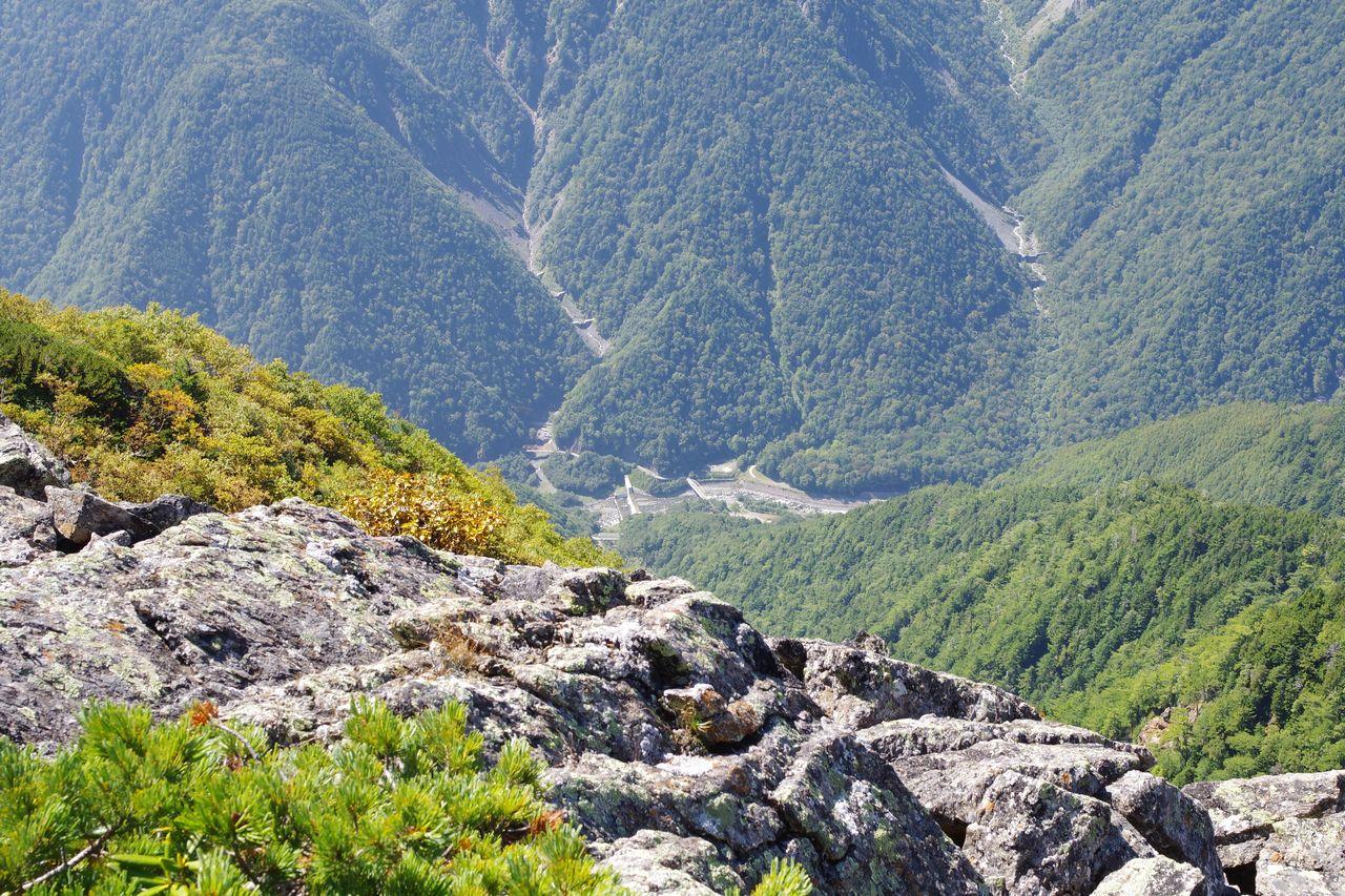 高峰から見た広河原