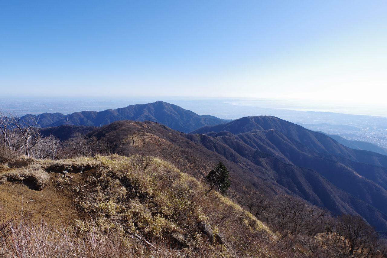 塔ノ岳山頂から見た丹沢表尾根
