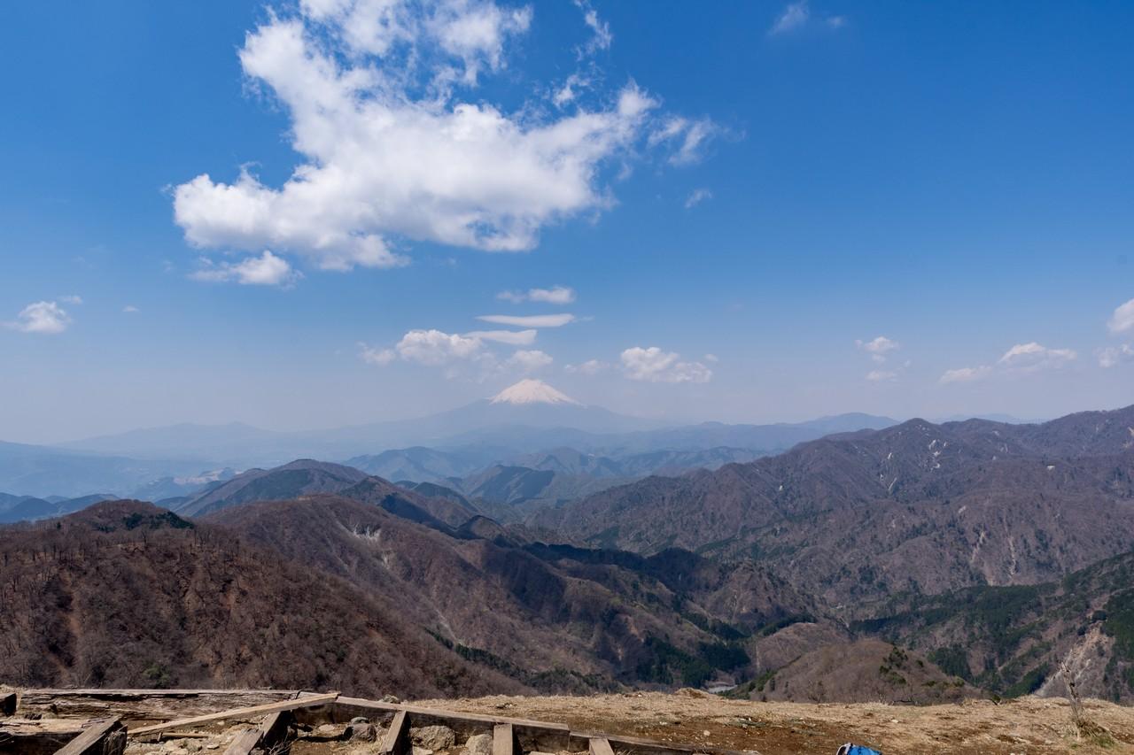 塔ノ岳山頂から見た富士山