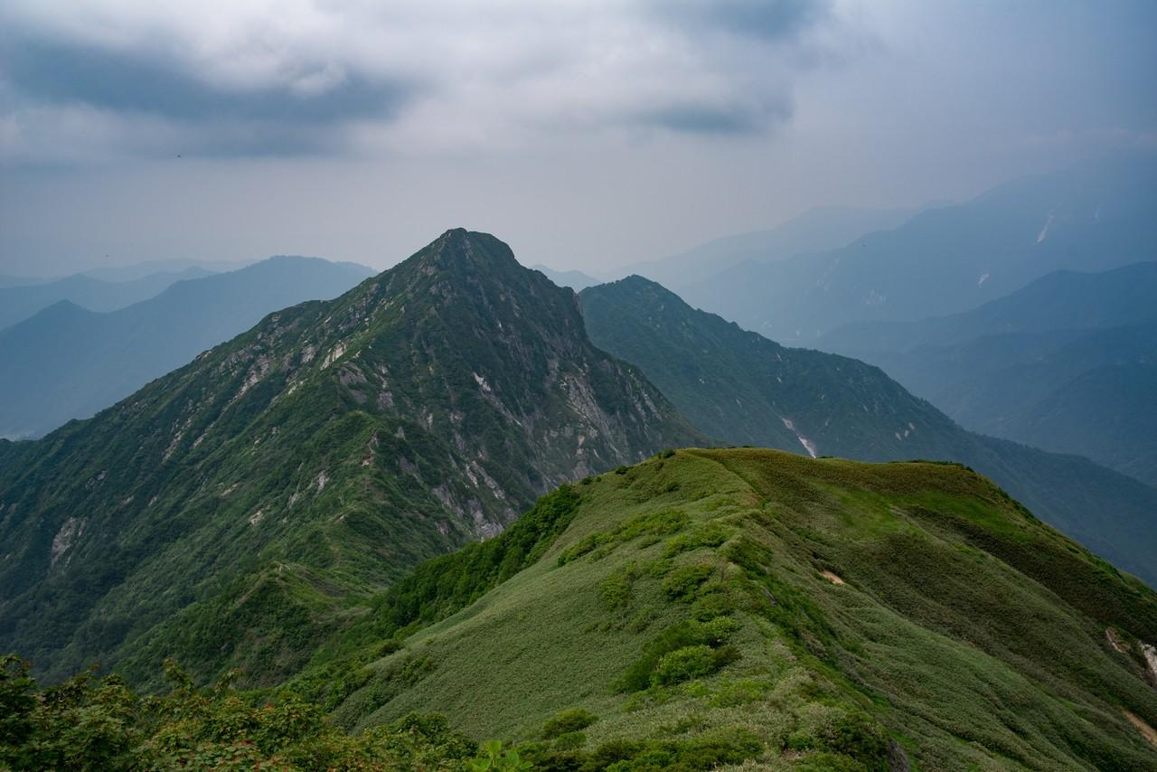 七ツ小屋山から見た大源太山