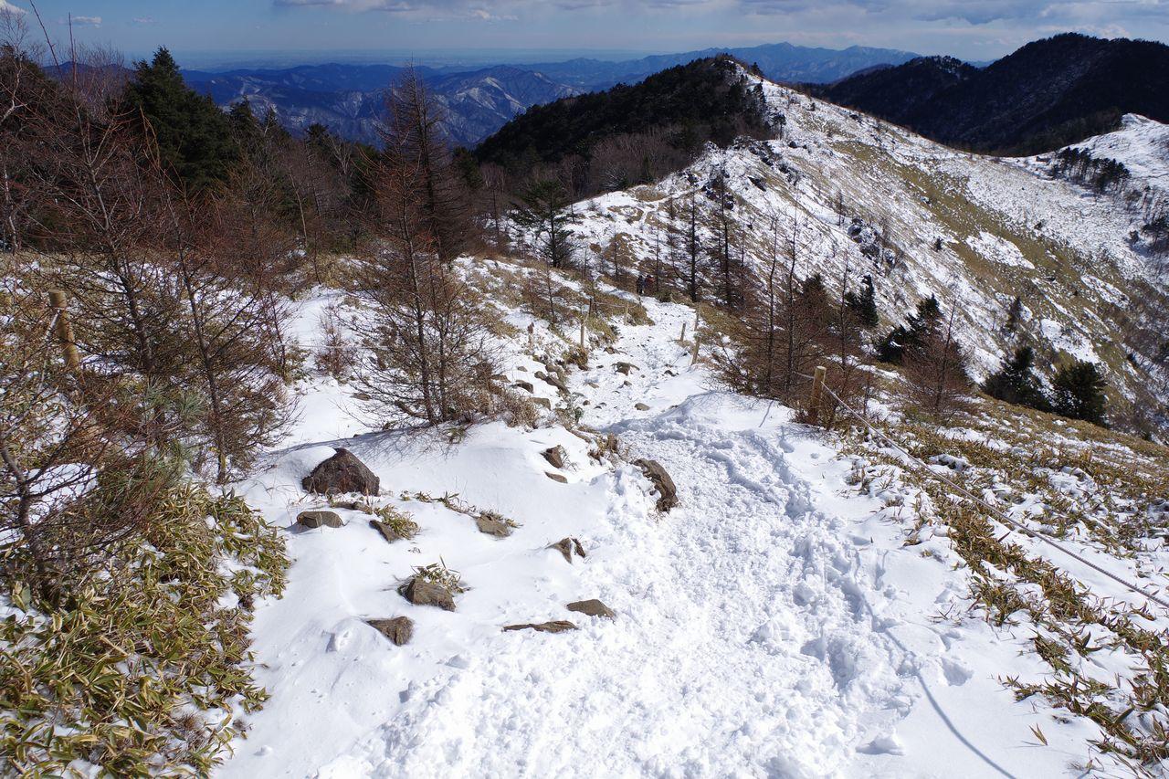 冬の大菩薩嶺の稜線