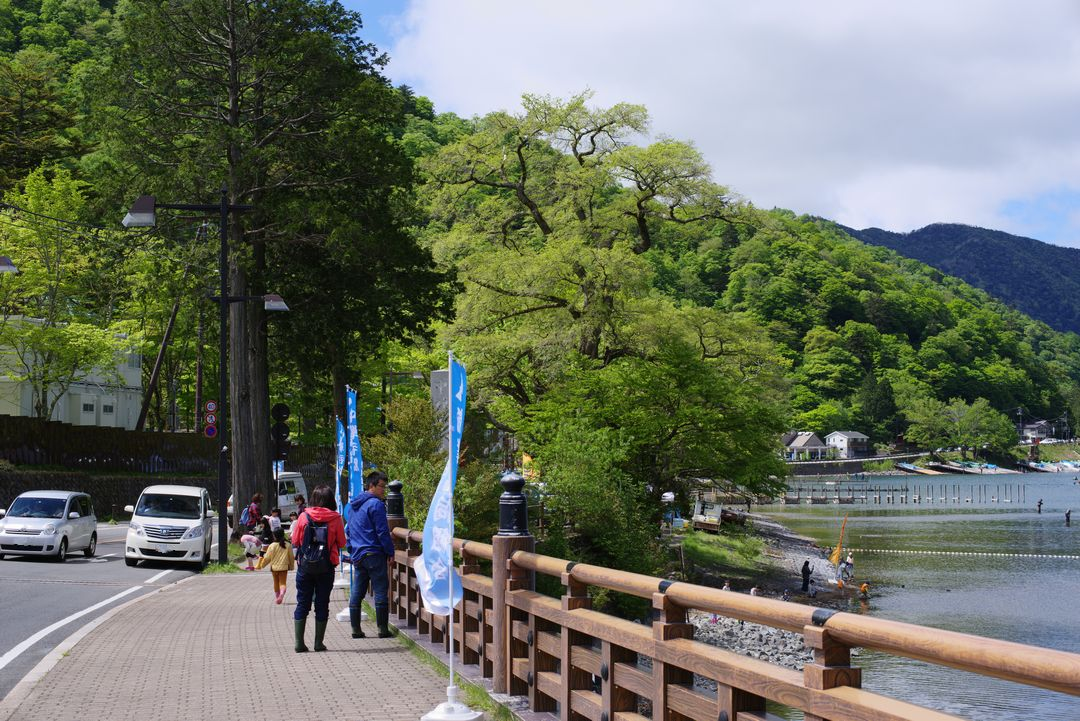 中禅寺湖畔の県道