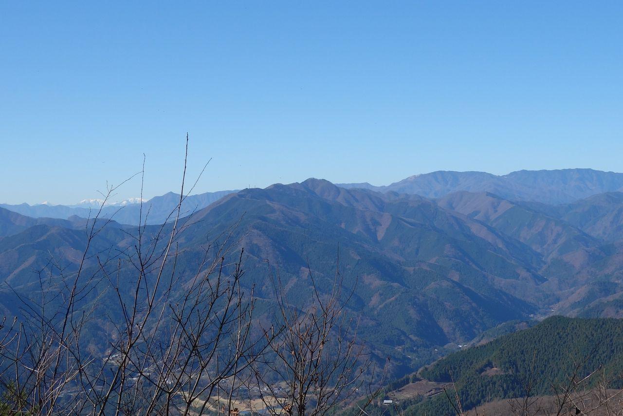 笹尾根の三国山から見た権現山