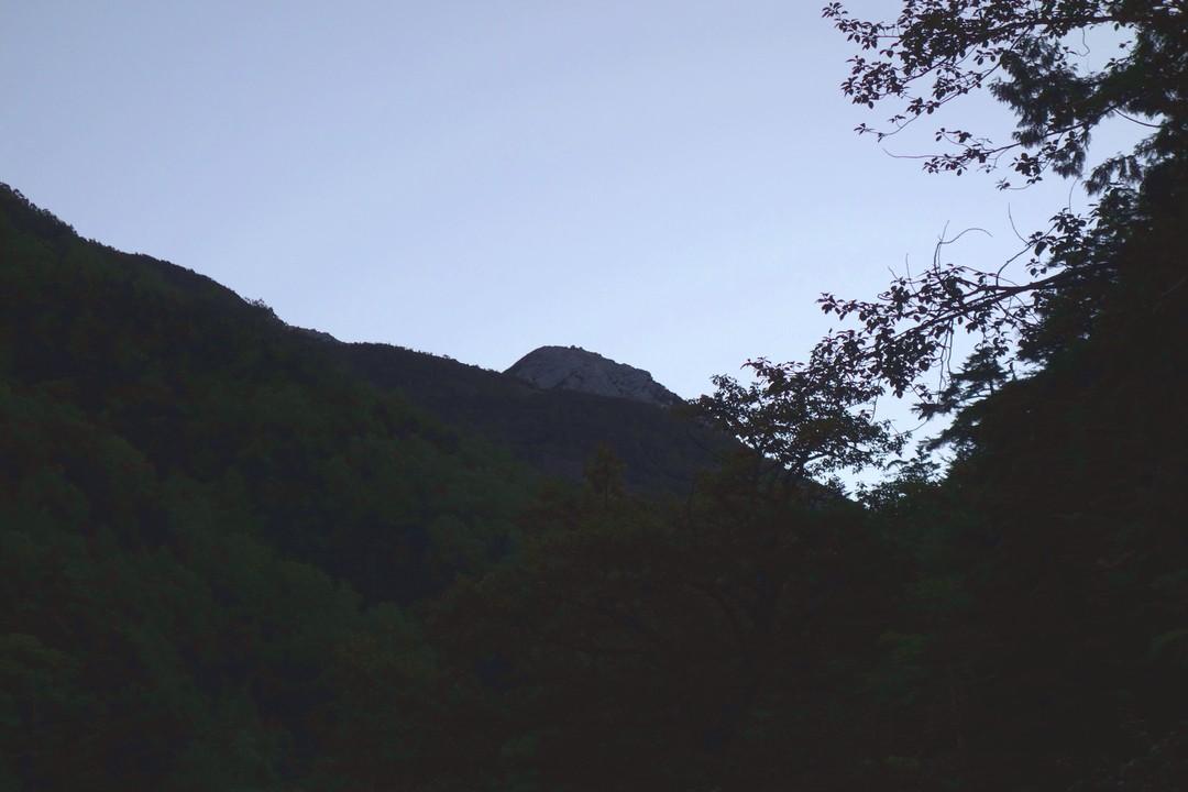 長衛小屋から見た摩利支天