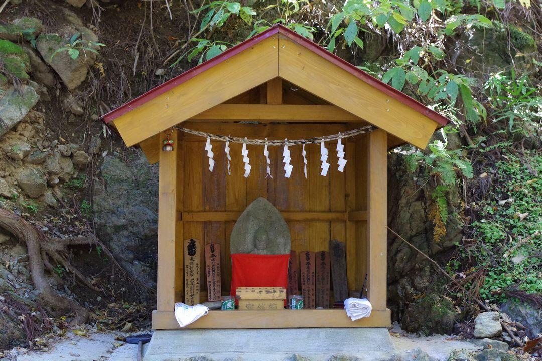 武甲山 不動の滝の地蔵