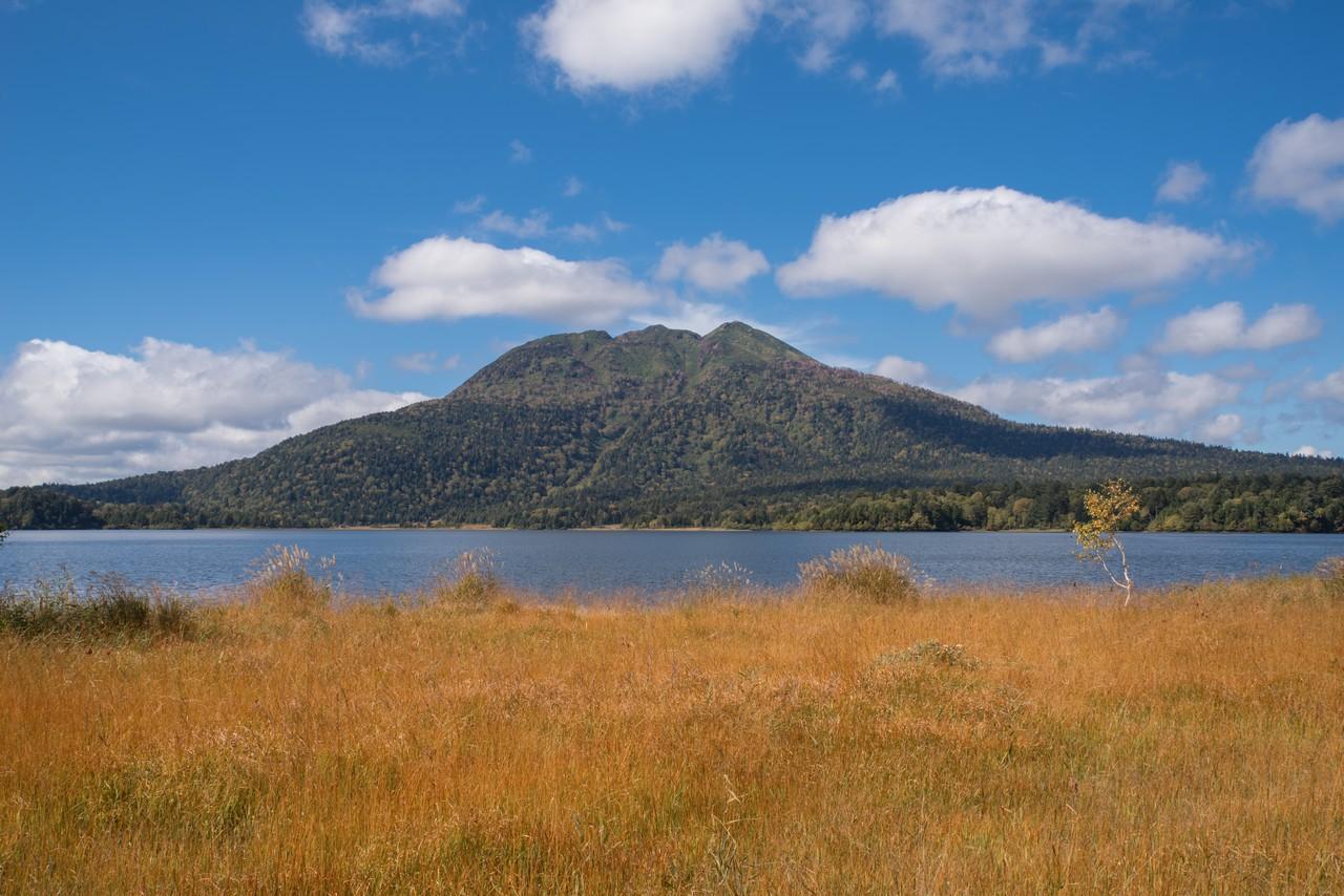 尾瀬沼から見た秋の燧ヶ岳