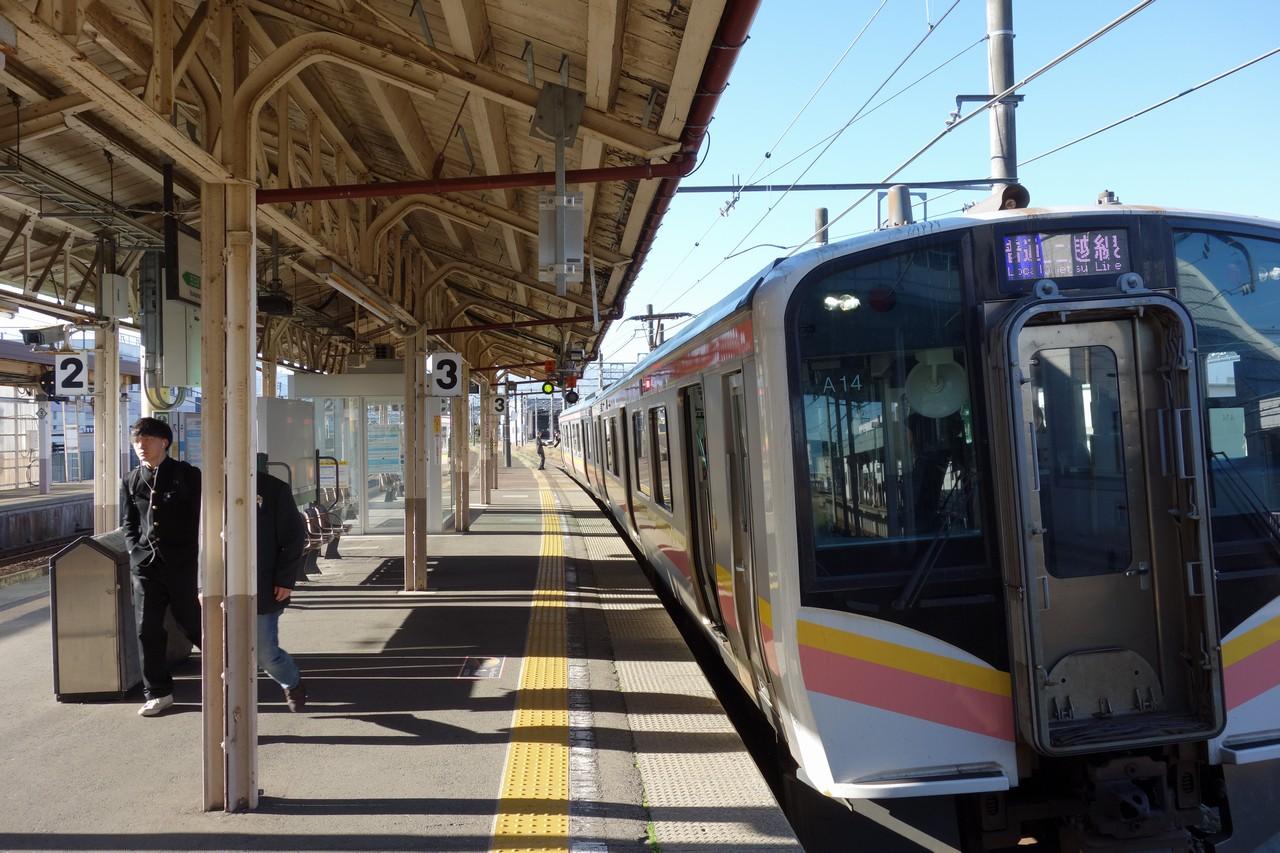 上越線 六日町駅のホーム
