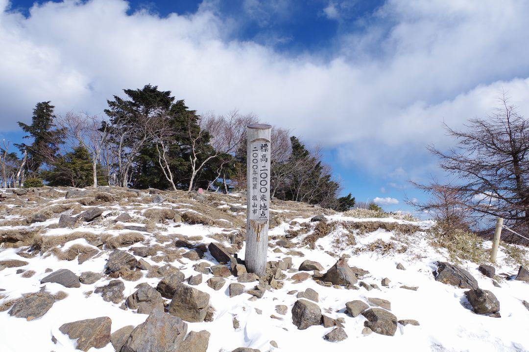 大菩薩嶺 2000メートル地点の標識