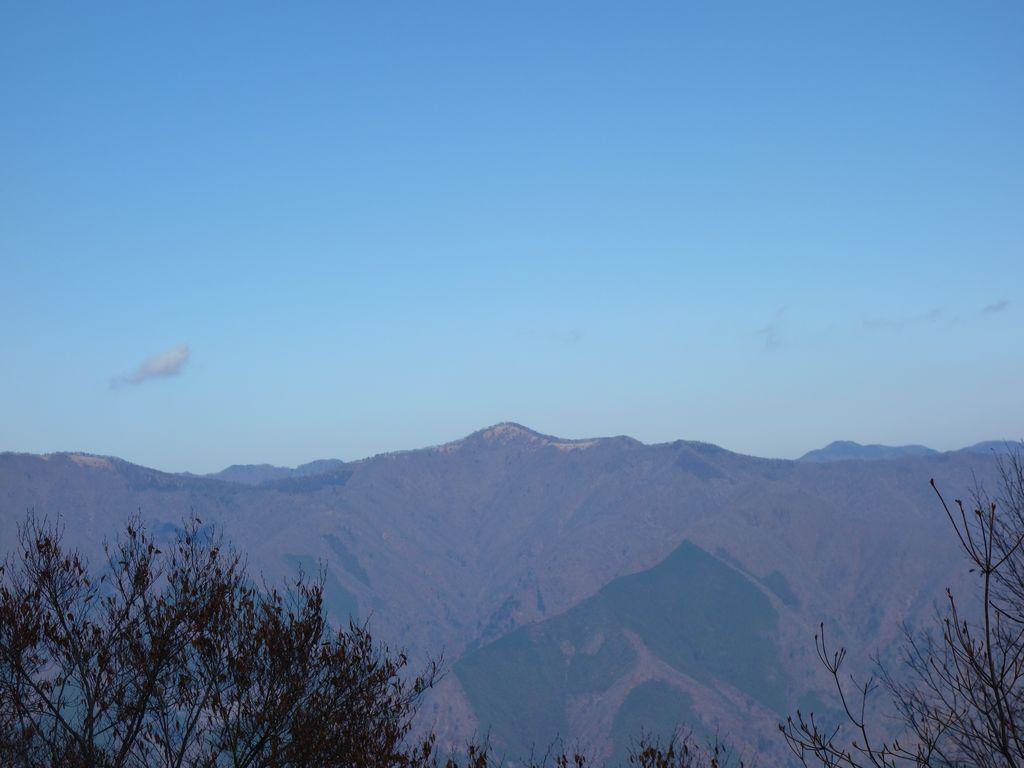 三頭山から見た石尾根