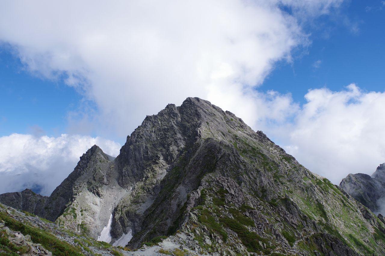 吊尾根から見た前穂高岳