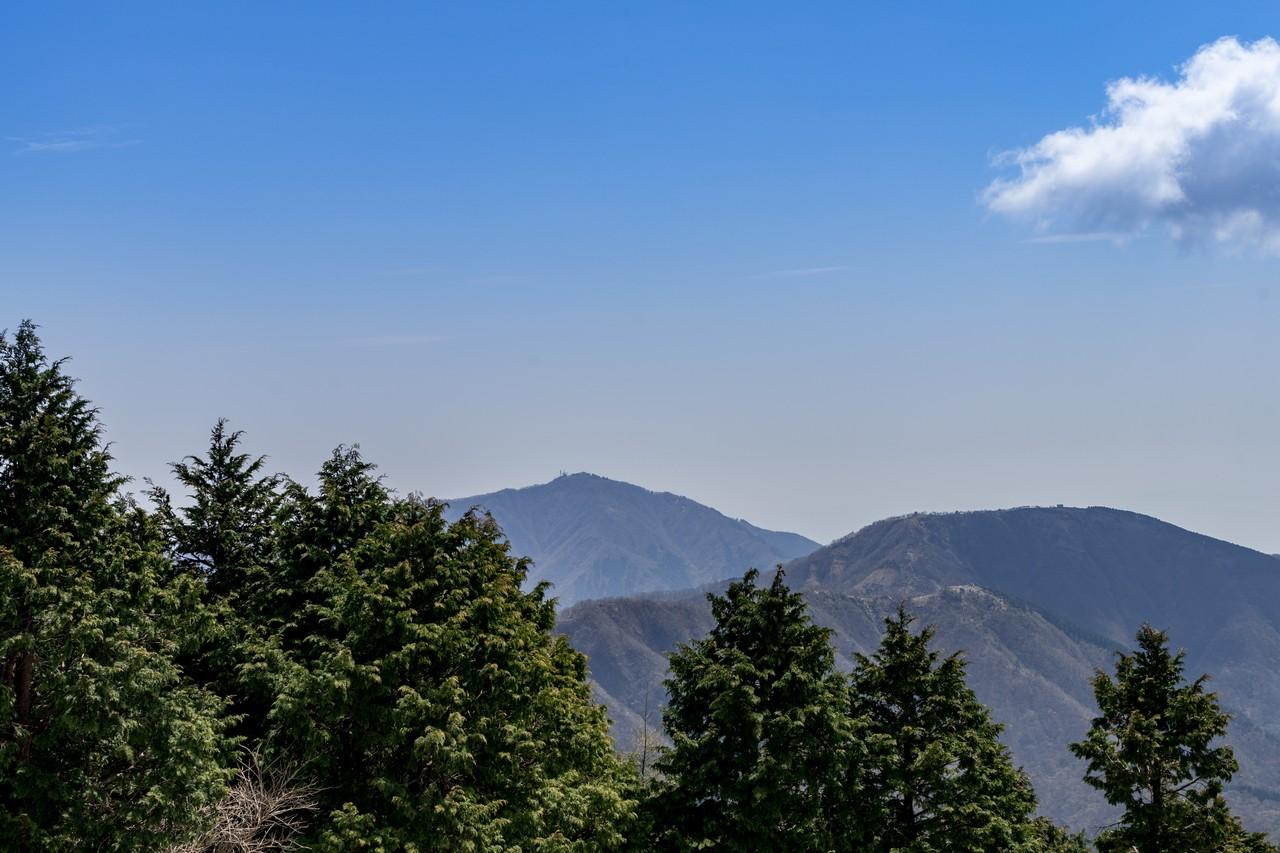 花立山荘から見た大山と三ノ塔