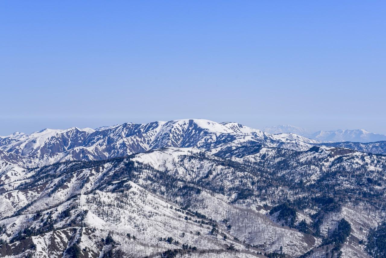 至仏山から見た平ヶ岳