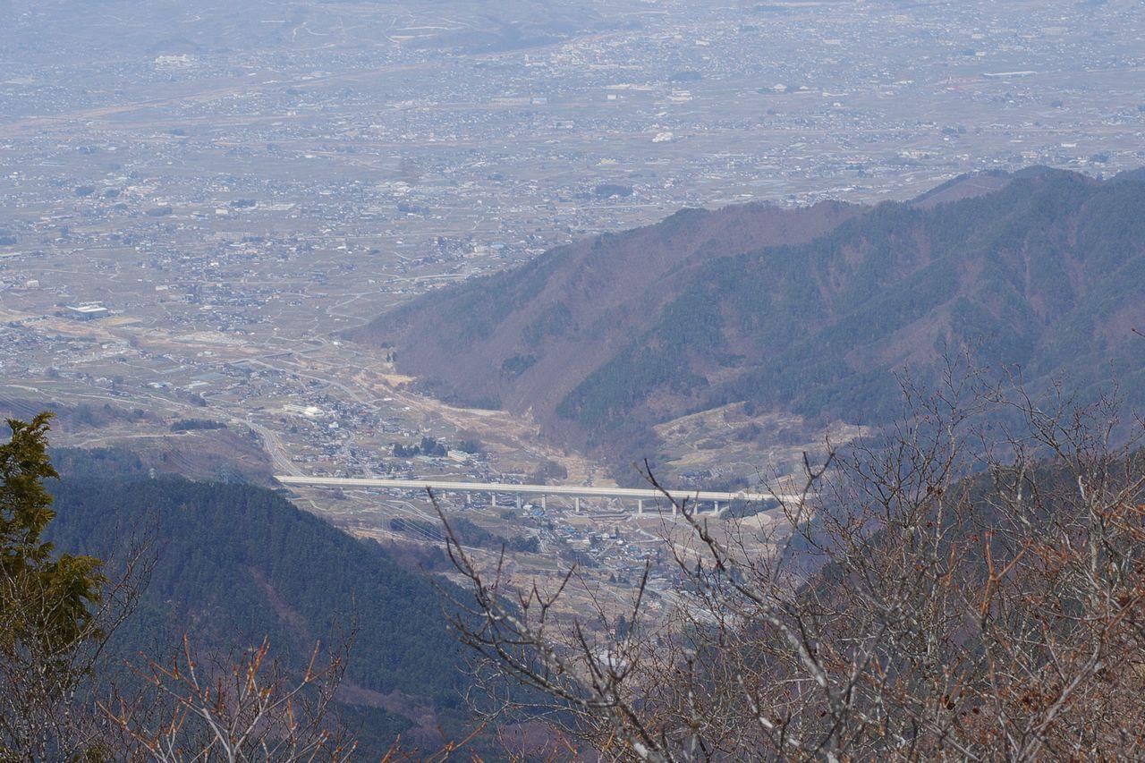 釈迦ヶ岳から見たリニア実験線