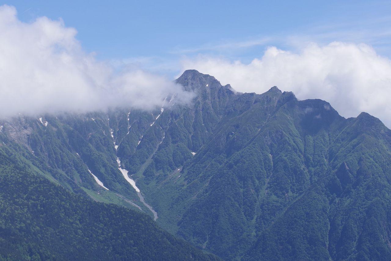 焼岳から見た岳沢カールと前穂高岳