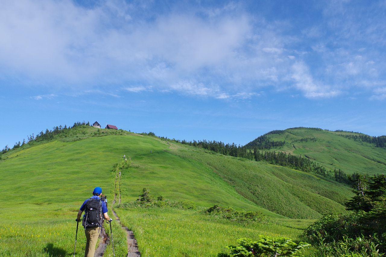 駒の小屋と会津駒ケ岳