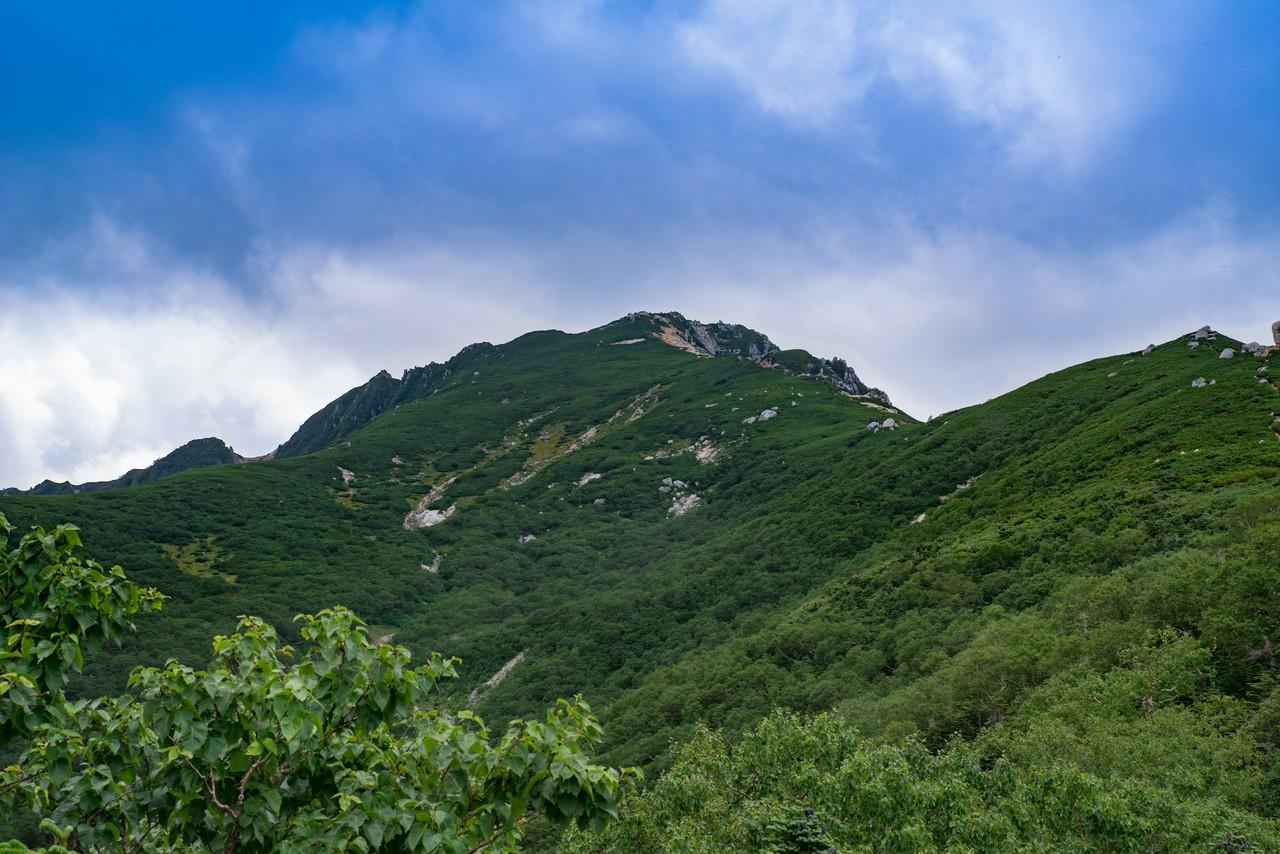 駒石付近から見た空木岳山頂