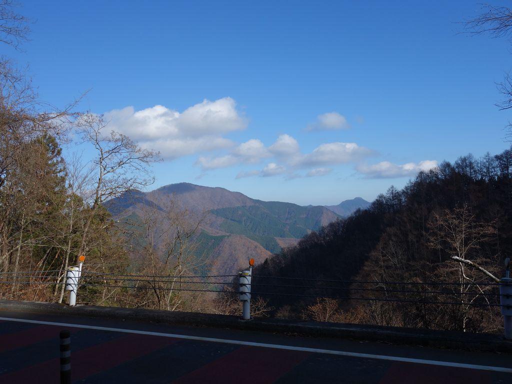 奥多摩周遊道路から見た御前山