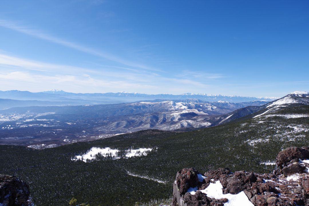 茶臼山の展望台から見た北アルプスの山並