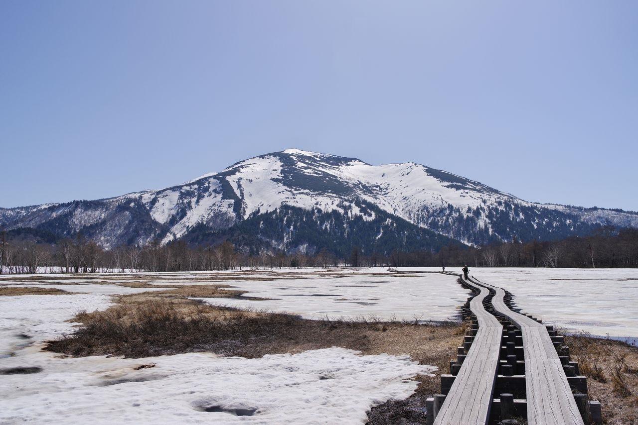 残雪季の尾瀬ヶ原から見た至仏山