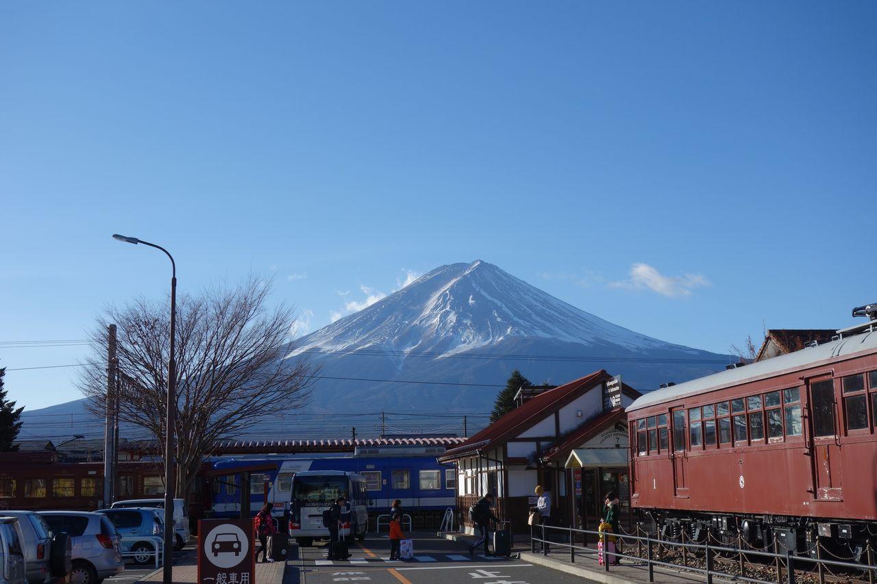 河口湖駅前から見た富士山
