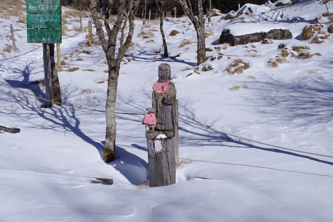 丸川荘の木彫り地蔵