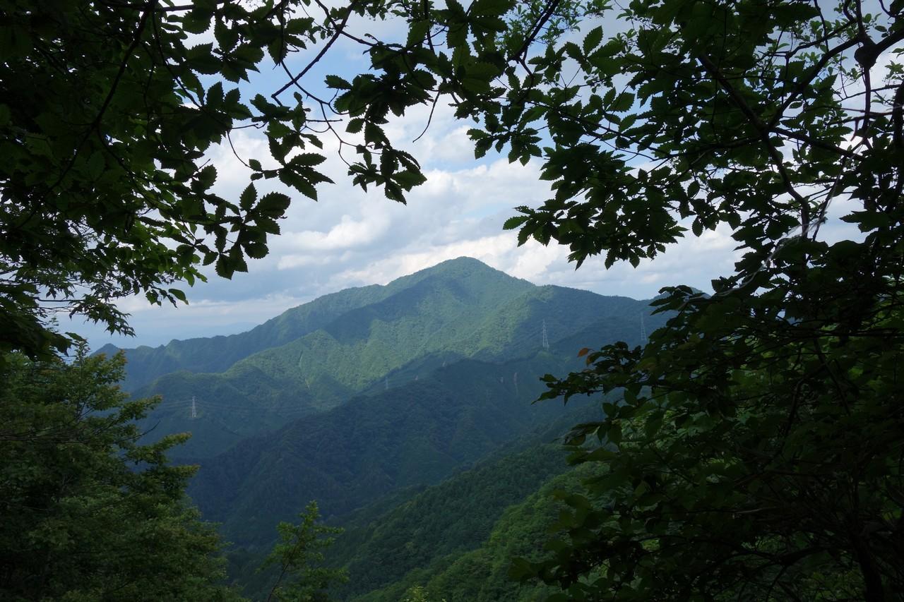 石割山から見た御正体山