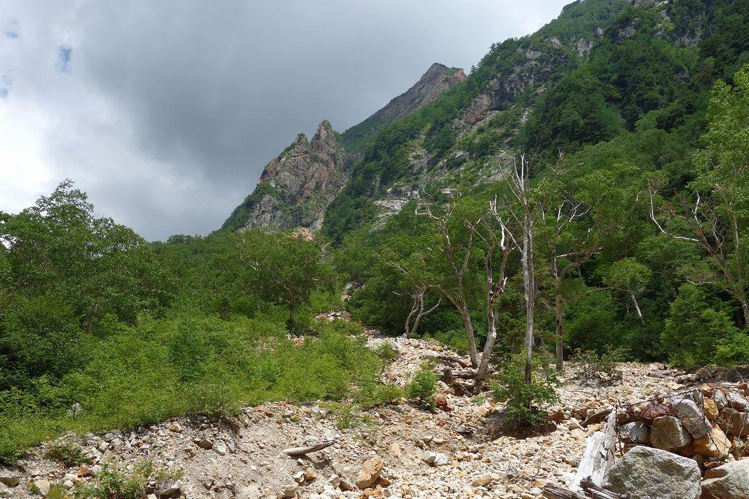 槍沢コース ババ平付近の登山道