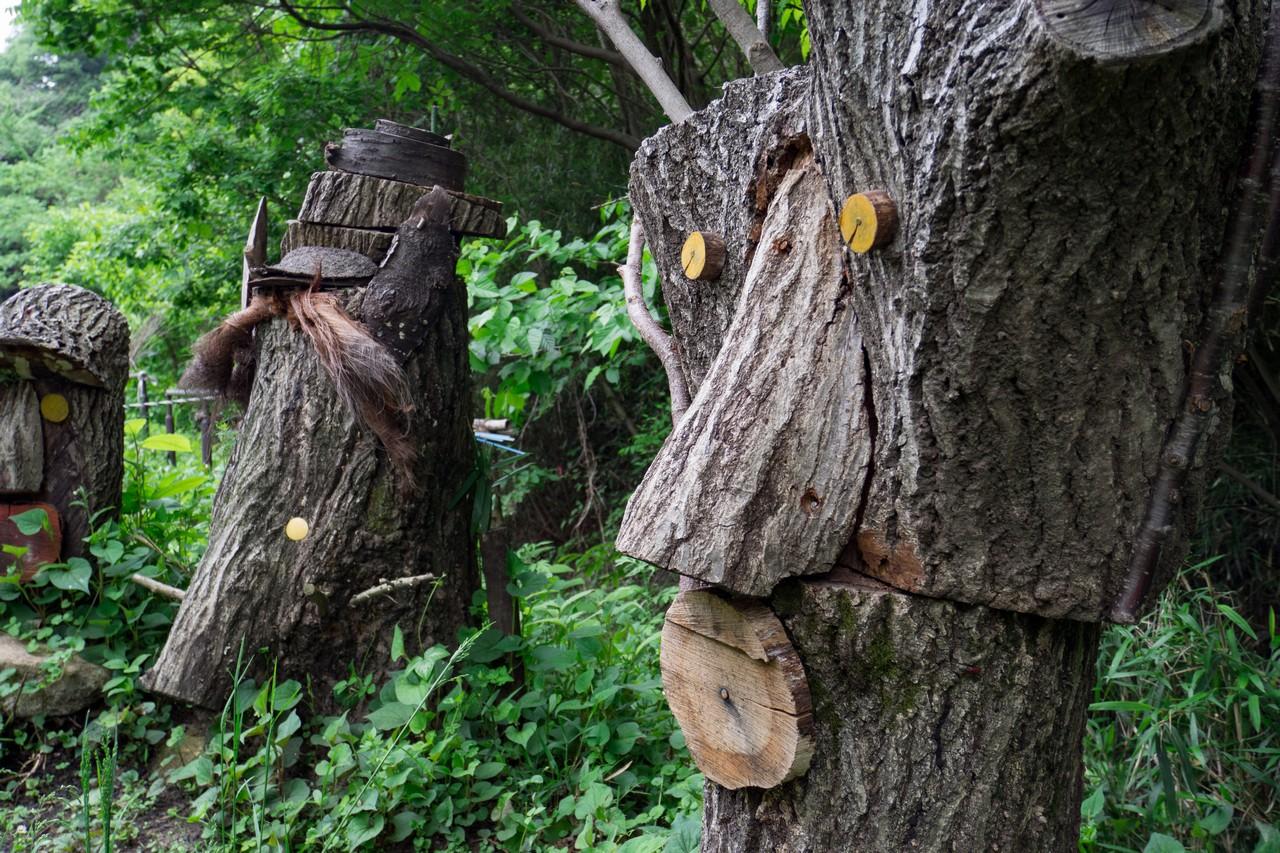 長池公園のクヌギ広場にある木彫像