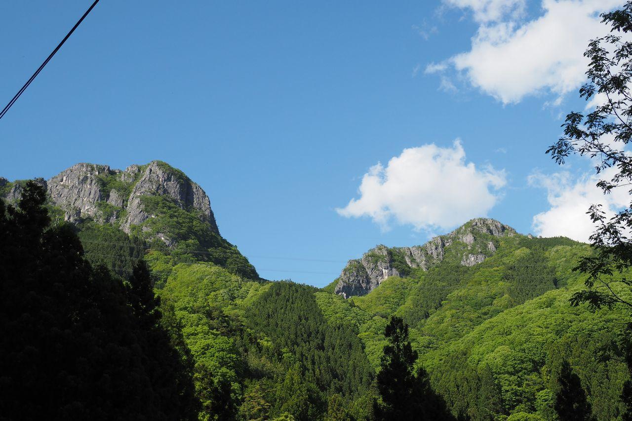 国道299号から見た二子山