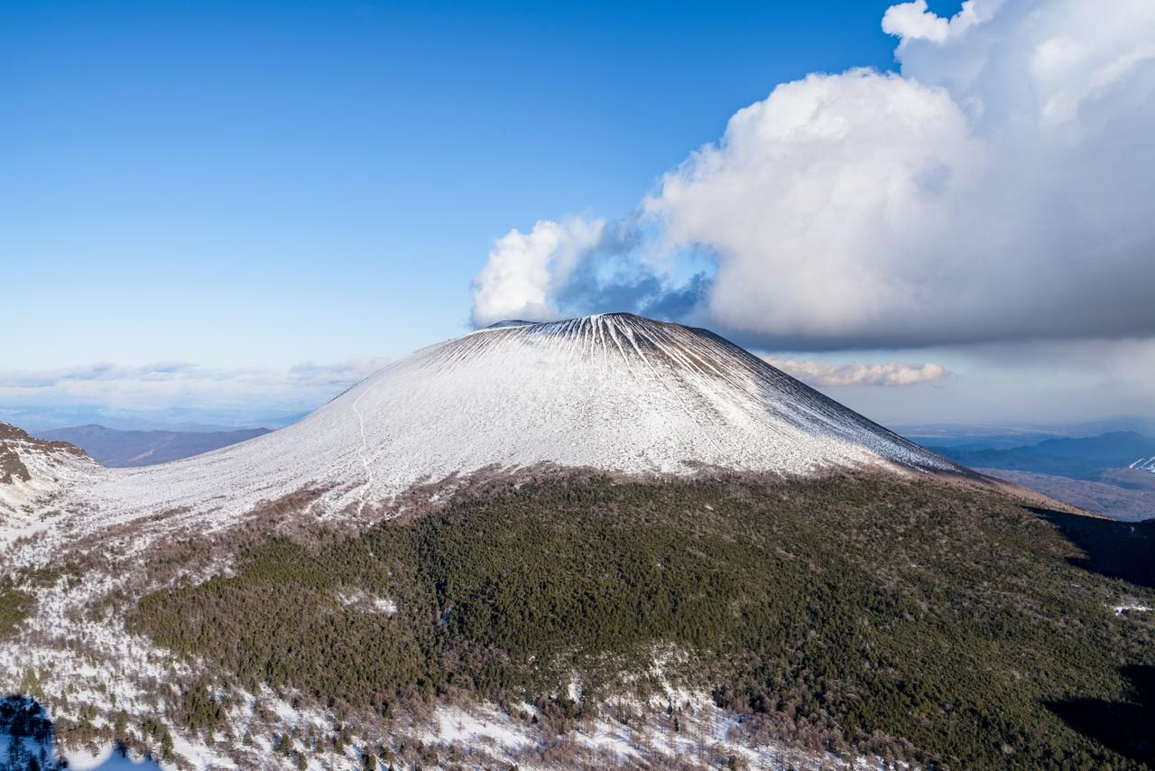 トーミの頭から見た積雪期の浅間山