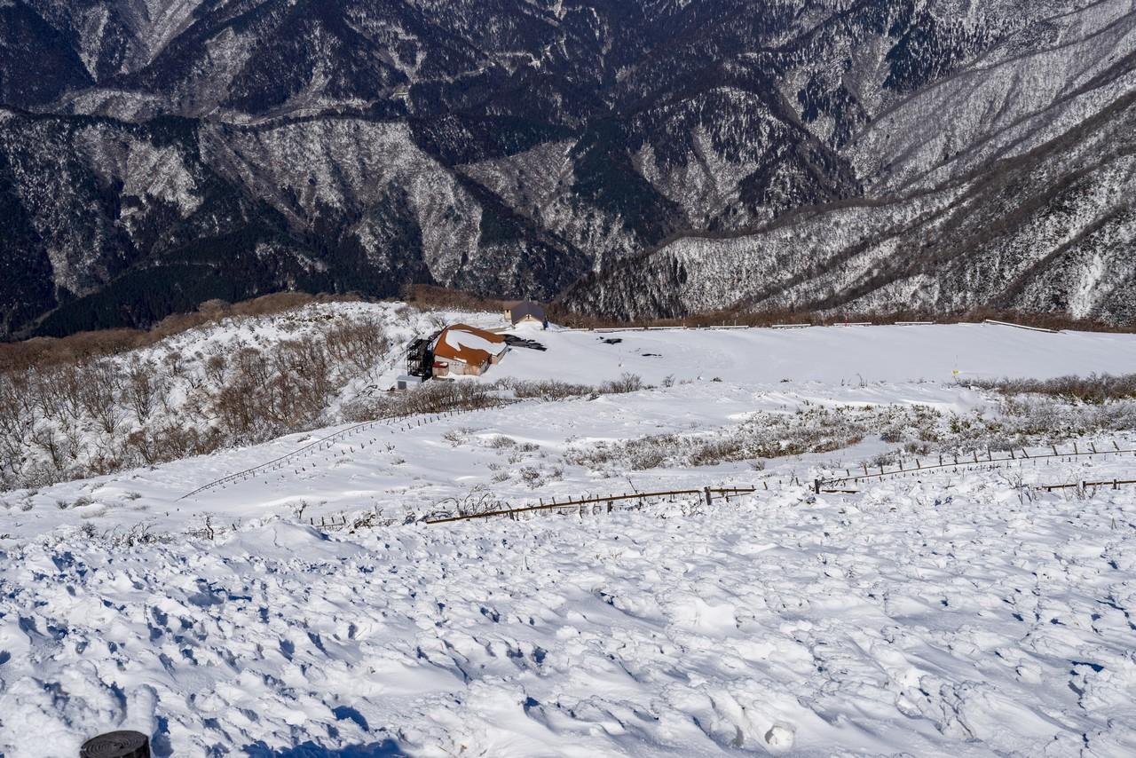 伊吹山山頂から見たスカイライン9合目