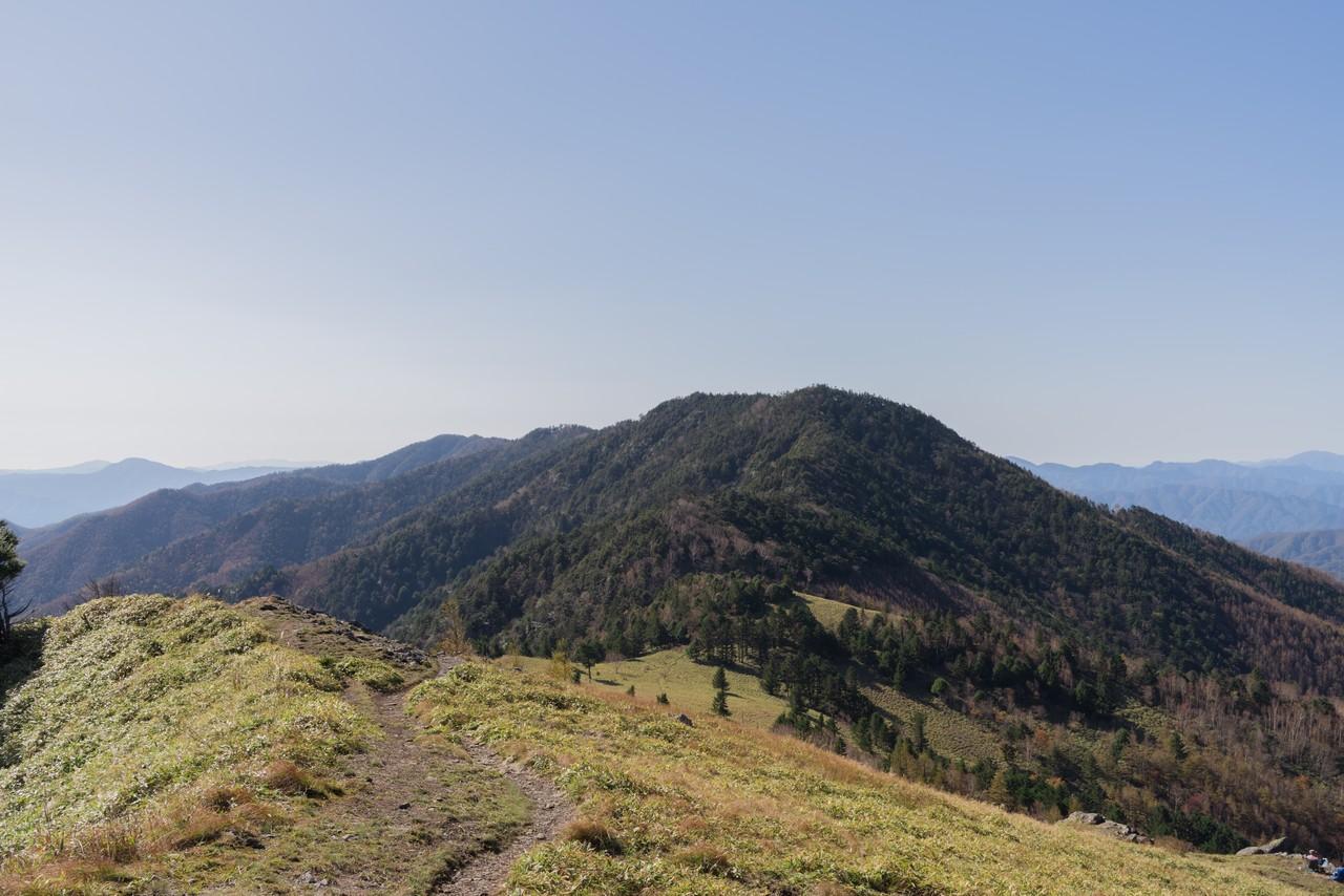天狗棚山から見た小金沢山