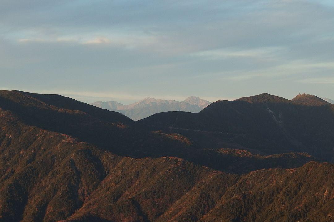 甲武信ヶ岳から見た白根三山