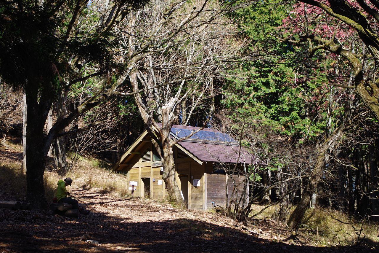 武甲山 山頂のトイレ