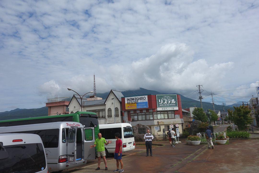 猪苗代駅の駅前風景