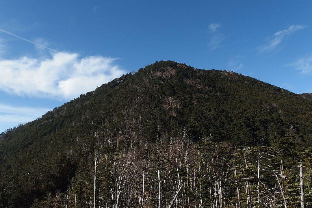 雁坂嶺付近から見た破風山