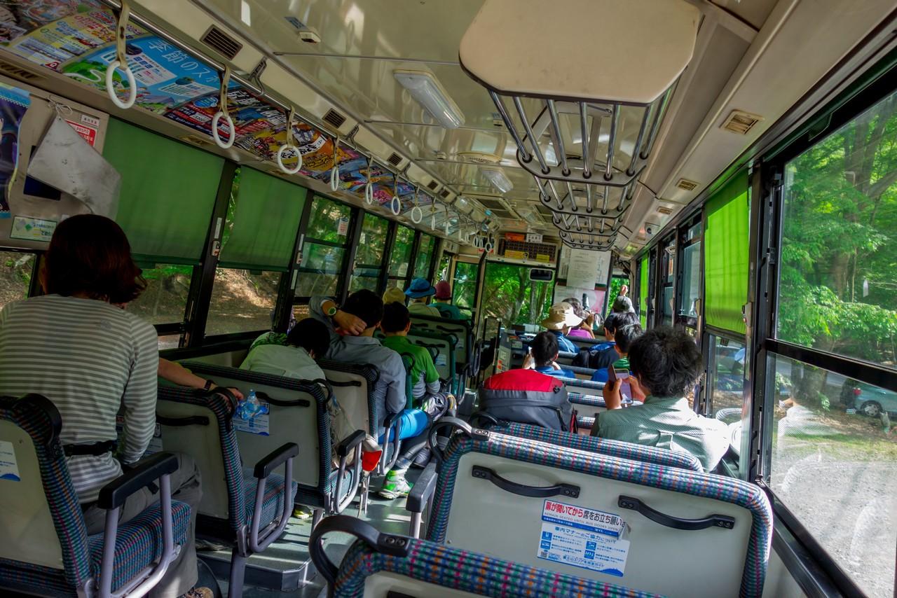 新松田行きのバス車内