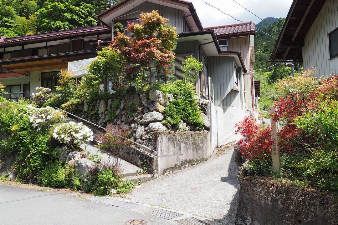 坂本の二子山登山口