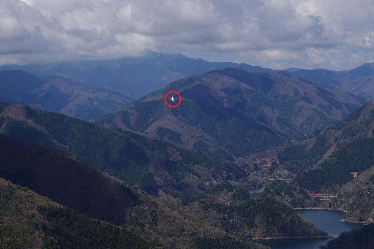 サス沢山から見た大寺山の仏舎利塔